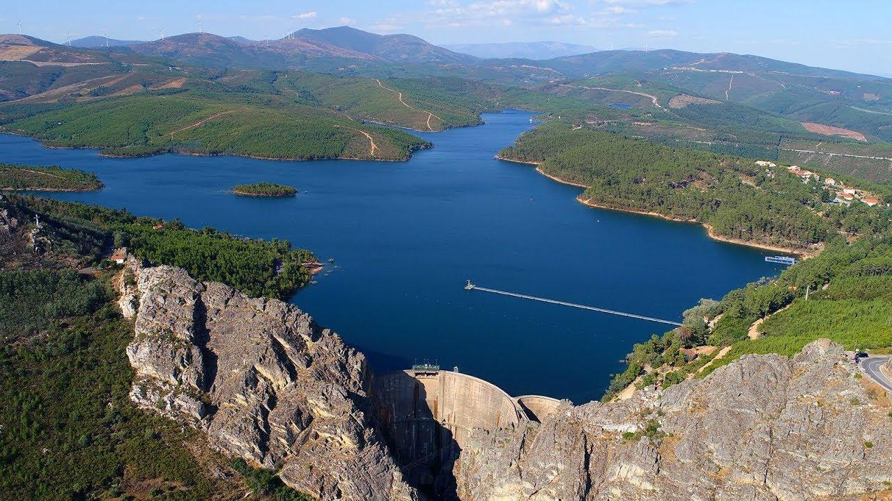 5 barragens em Portugal em cenários idílicos