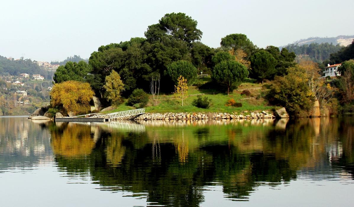 As paisagens, uma ilhota e boa gastronomia fazem de Castelo de Paiva um destino ímpar